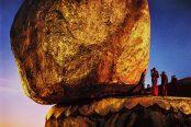 Steve McCurry - Monks praying at golden rock, Burma, 1994